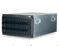 IBM BladeCenterE 外形/高度 机架安装式机箱/7U 刀片托架 最多 14个 交换机模块 4个交换机模块托架 电源模块 最多支持四个 2,000W 或 2,320W 热插拔和冗余电源(带负载平衡和故障转移功能) 散热模块 标配两个热插拔和冗余散热模块 标配介质 选装 DVD 全功能刻录机 系统管理硬件 标配一个高级管理模块;增添了一个可选的辅助冗余模块 I/O 端口 键盘、视频、鼠标