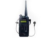 摩托罗拉GP2000对讲机 功率输出 - E:0.5W、L:1W、H:4W (UHF),E:0.5W、L:1W、H:5W (VHF)具有前面板编程功能,用户可以轻松对对讲机进行定制和编程。具有 99 个信道,用户可