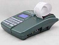 顺通ST998T美食城专用充值退款机支持脱机使用,方便扩充点快速充值退款;刷卡操作时可打印小票,小票显示内容有退款金额或充值金额,退款与充值模式可以在机器上操作,闲时可刷管理卡锁机,使用时必须刷管理卡解锁后才可使用。所有的充值与退款记录在消费系统上可查看相应的报表