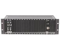 申瓯 SOC-F03(集中式)光纤收发器  可提供1个网管插槽、2个电源插槽、16个业务插槽(10/100/1000Base-T接口),经过Smartbits 6000B严格测试,保证100\\%带宽、无丢包。产品主要用于以太网数据业务和大客户业务IDC机房大带宽光纤传输点对点通信。