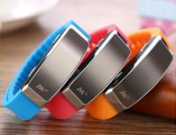 艾利声  手环   录音笔  容量:8G  精品手环微型隐蔽录音笔,外观时尚靓丽,多种颜色可以选择,精致小巧,携带方便,一键录音功能,使用简单,可以连接耳机听歌,听录音,充一次电,可以连续录音20小时左右  自带时间戳功能