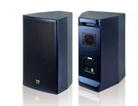 TRS C-10F 專業KTV揚聲器 外觀設計穩重大方,閃藍水性點漆,改變傳統專業箱沉悶,能更好的融入室內裝修。不僅承受功率大輸出聲壓高,而且細膩而溫和的人聲帶給演唱者輕松自如的感受。同時,強勁而有力的低頻沖擊力,包圍感十足即能滿足K歌的要求又能滿足蹦迪的音箱系統。其獨特的三分頻設計,充分發揮每個單元的特性,有效的改善了中頻音效質量,創造了更寬廣的音域,抗震、耐用、性價比高。