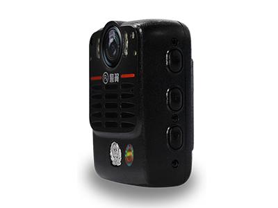 警翼V7    高清拍摄:1080P全高清拍摄,1600万像素; 抓拍功能:摄中拍功能,两相独立,互不干扰; 内置1800MAh锂电池,4小时以上连续拍摄时间 自动红外:根据周围光照强度自动调节红外功能; 防震抗跌:可承受3000cm四面跌落; 防护等级:IP56级以上
