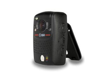 警翼V8     V8单警执法视音频记录仪     9小时50分钟超强续航时间;     150g超轻薄小巧身材;     超大广角,135°水平视角,拒绝取证死角;     2.0英寸高亮屏幕,支持秘拍摄像头;     IP67,1600万像素     超强夜用,夜间照明,夜间可拍摄彩色照片。