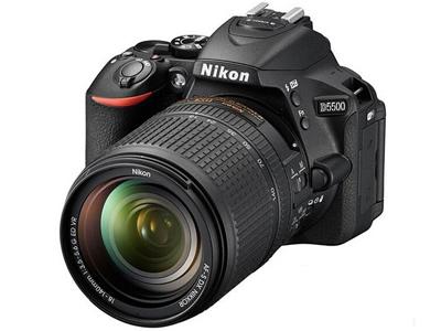 尼康D5500套机(18-55mm)    传感器:APS画幅(23.5*15.6mm);有效像素:2416万;显示屏尺寸:3.2英寸;显示屏像素:103.7万像素液晶屏;连拍速度:支持(最高约5张/秒);电池类型:锂电池(EN-EL14a);续航能力:约820张(根据CIPA标准);