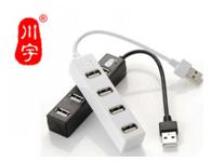 川宇H212一拖四USB分线器 支持1TB电子礼品插排式HUB USB2.0高速传输,向下兼容于USB1.1; USB2.0设备支持高达480Mbps,USB1.1设备支持高达12 Mbps ; 无需驱动程序,即插即用,支持热插拔; 可扩展成4个AF USB接口; 无需外接电源,单一接口供电最高达500mA,可带动1TB或以上移动硬盘或其它USB设备; 黑/白两色经典外观,ABS材质设计,做工精细,非常适合笔记本电脑配用,并可随身携带。