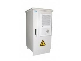 宝合 SC-HW 1-10K户外低压UPS电源 1. 室外型智能在线式UPS为用户室外通信/网络设备提供纯净的不间断的交流正弦波电源 2.双转换在线设计,耐高温,抗严寒,密封等级为IP55 3. 具有最宽输入电压范围、输入频率窗口(-45\%+35\%额定电压和±10\%额定频) 4. 在中国许多偏远地区经过了严酷电网的考验