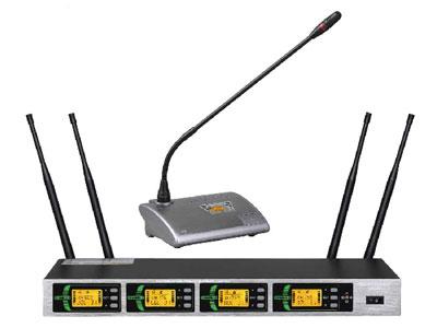 杰森 GS-430/DS3 一拖四数字无线会议话筒  全新4通道数字话筒,有ID号加密,不易受干扰,不会受窜频,自动搜干净频率,自设开关锁,智能反馈,自设面板功能锁,安全使用,同一频段同时叠4套时使用,特制频段可同时使用46支话筒,有效距离70米。