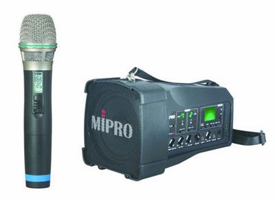 咪宝 MA-100 超迷你肩挂式无线喊话器    内建UHFACT接收模块,具有AutoScan自动频道搜寻及ACT频道自动同步功能,内建首创的隐藏式接;收天线,可避免折断故障,增加接收距离、稳定性及抗干扰特性。 装配MIPRO最贴心的控制面板独特设计,功能齐全、操作使用最容易。 具有四种不同配备的机型,让使用者选用。