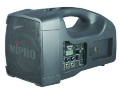 咪宝 MA-202无线喊话器  专利的独特高音号角式一体成型的双音路喇叭箱,内建1吋高音及5吋中低音喇叭、56W的D类超高效率数字扩大机、充电式电池、交换式AC电源、ACT PLL无线接收模块、USB及SD卡音乐播放座。电池电源采用抽换式模块设计,使用者可以任选更换铅酸蓄电池模块或锂电池模块,具有高电量、重量轻、体积小及寿命长的优点,具有25、50、75及100\%等4段电池容量显示灯,可以明确指示电池剩余电量及充电状况。