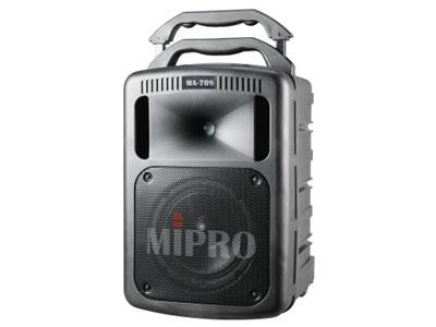 咪宝 MA-708手提式无线扩音机  专利的高音号角式一体成型的双音路喇叭箱,内建高效率的号角式高音及8吋中低音喇叭、190W的D类超高效率放大器驱动、播出清晰强劲的音量,具有自动限制失真之功能,避免大音量时产生失真。首创主音量采用数字式控制。专利的独特工艺造型,扩充配件模块化,可快速拆装更换。