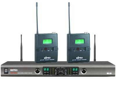 咪宝 ACT-100a   第三代双频道自动选讯无线头戴话筒;载波频段 UHF 620~934MHz 接收天线 后置分离式设计 接收频道  双频道 预设频率数 第1~6群组各预设8个无条件限制的互不干扰频率,第7~8群组各预设12个及第9~10群组各预设15个互不干扰频率,共预设102个精挑的频率组合 接收方式 CPU控制自动选讯接收 振荡模式 PLL相位锁定频率合成
