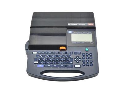 MAX LM-390A 号码管打印机 日本原装进口,拥有快速达打印功能,可以提供25mm/秒的打印速度,内部大容量存储单元,最大可以存储40000个字符,切刀深度可调