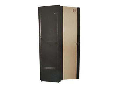 42U豪華型玻璃門標準機柜    ● 前門網孔設計,方便有源設備散熱; ● 高強度冷軋鋼板制作,結構合理、牢固; ● 大面積玻璃或網孔前門,美觀、大方; ● 全噴塑處理,防止碰傷、腐蝕; ● 符合GB/T 3047.8-1996、ANSI/EIA RS-310-D、DIN41491等相關規范; ● 內部空間極大,外觀高貴典雅,工藝精湛,尺寸精密; ● 快捷的拆裝結構和合理線路通道。
