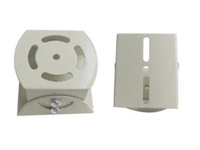 中万向节 材质:铁制   厚度:1.5MM 高度:50MM   长宽:80MMx75MM 独立内盒包装