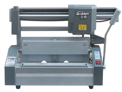 金典 35s  产品类型: 无线胶装机 装订规格: 最大工作幅面: 320×280mm 装订厚度: 50mm 铣刀形式: 小铣刀 产品重量: 33kg 其它特性: 边距可调