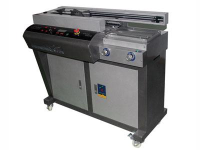 金典 W506  设备类型:自动无线胶装机 工作长度:制本长度: 430mm(A3幅面) 工作宽度:A3幅面 工作厚度:制本厚度: 50mm 工作速度:熔胶时间