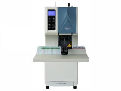 金典 GD-NB205  [打孔、装订厚度(mm)]1-50 [装订效果方式]尼龙管加热高温铆订 [预热时间]3-5min [消耗功率]工作状态P≤180W,待机状态P≤30W [电源(V)]220V ±5\% 50hz [适用钻刀尺寸]Φ7*50mm [毛重(kg)]38 [适用铆管尺寸]Φ6.0