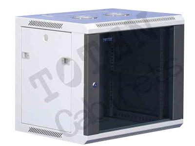 图腾 WM系列挂墙机柜 符合ANSI/EIA RS-310-D、IEC297-2、DIN41491;PART1、DIN41494;PART7、GB/T3047.2-92标准;兼容ETSI标准.  特点:      • 框架结构,承重达60KG;      • 快开侧门,方便安装和维修;      • 上部和下部走线通道;      • 壁挂、落地两种可选安装方式;      • 落地安装时可以选配支脚或脚轮;      • 可选装轴流风机;