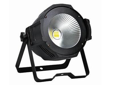 帕灯 FH-013 COB暖白电压:AC90-240V/50-60HZ  总功率:180W (130W) 光源:COB暖光 光色温:3200K 通道模式:2CHS 光源寿命:50000-100000小时 调光频率:1000Hz  驱动电流:700mA 控制信号:DMX512 控制模式:自走,主从(声控/自走/DMX/主从联机) 发光角度:45°/80° 可选 净重/毛重:2.5/3KG 尺寸:260*260*380mm
