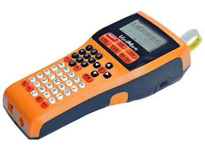 威码标签打印机-GT-2010  机型 手持便携式 直接设定 纵向打印 尺寸标注 65x95x220mm 打印方式 热转印 重量 455g 标签带宽度(mm) 6、10、12、14、18、24mm 接口 USB连接 剪切 手动 液晶屏显示 5个文字x2行 打印精度 203dpi 键盘 ABC排列 打印速度 10mm/s 最大打印宽度 24mm 存储大小 2000字符(20个文件) 输入方式 拼音、笔划、英文 条形码 8种 内置文字数 8306个文字,GB2312/6