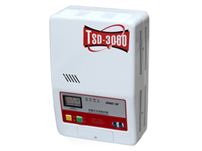 """上海三科TSD系列伺服式交流稳压器    """"1、输出电压的品质高 稳压器可无间断工作,调压过程平稳,无暂态失电现象。输出稳压精度高, 通常出厂调整 在 220V±3\% 。  2、输入电压工作范围宽、负载特性强。 本机能在较宽的输入电压范围内正常工作,且有令人满意的负载特性 。  3、欠压、过压及短路保护(C45保护 ) 输出电压过低或过高,稳压器均能自动切断输出,使本机的安全系数大大提高。 4、过载保护、寿命长 本机采用新颖 C45N 高分断小型断路器,对于负载和短路具有良好的保护作用。本机还采 用了目前最新研制成功的 高"""