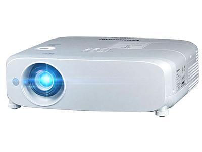 松下PT-BZ580C  投影尺寸:30-300英寸 投影技术:3LCD 亮度:4800流明 对比度:10000:1 标准分辨率:WUXGA(1920*1200)