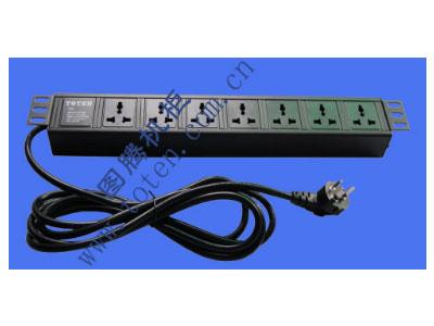 """图腾 7位输出万能插孔PDU(322000670)  输出单元:7位; 插座制式:GB2099.3-1997 10A国标万用插座; 输入插头:GB1002-1996 10A国标三扁插头; 输入方式:左端单路输入; 电缆线规格:3*1.5mm2*3M; 额定值:10A 250V; 承载功率:2500W; 产品尺寸:长*宽*高= 483*45*62mm; 安装方式:正方向19""""安装; 控制功能:无; 保护功能:无; 外壳颜色:黑色;"""