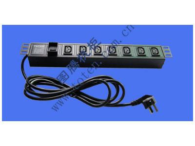 """图腾 7位输出插孔PDU(322000699)  输出单元:7位; 插座制式:IEC320 C13 10A插座; 输入插头:GB1002-1996 10A国标三扁插头; 输入方式:左端单路输入; 电缆线规格:3*1.5mm2*3M; 额定值:10A 250V; 承载功率:2500W; 产品尺寸:长*宽*高= 483*45*62mm; 安装方式:正方向19""""安装; 控制功能:无; 保护功能:无; 外壳颜色:黑色;"""