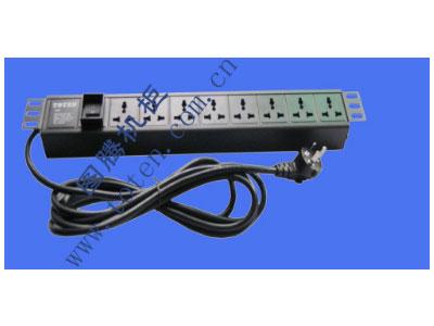 """图腾 8位输出万能插孔PDU(322000300)  输出单元:8位; 插座制式:GB2099.3-1997 10A国标万用插座; 输入插头:GB1002-1996 10A国标三扁插头; 输入方式:左端单路输入; 电缆线规格:3*1.5mm2*3M; 额定值:10A 250V; 承载功率:2500W; 产品尺寸:长*宽*高= 483*45*62mm; 安装方式:正方向19""""安装; 控制功能:总控开关; 保护功能:无; 外壳颜色:黑色;"""