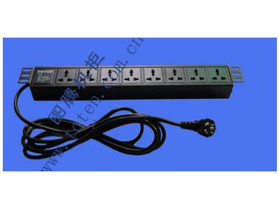 """图腾 8位输出万能插孔PDU(322000334)  输出单元:8位; 插座制式:GB2099.3-1997 10A国标万用插座; 输入插头:GB1002-1996 10A国标三扁插头; 输入方式:左端单路输入; 电缆线规格:3*1.5mm2*3M; 额定值:10A 250V; 承载功率:2500W; 产品尺寸:长*宽*高= 483*45*62mm; 安装方式:正方向19""""安装; 控制功能:无; 保护功能:无; 外壳颜色:黑色;"""