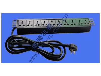 """图腾 10位输出万能插孔PDU(322000559)  输出单元:10位; 插座制式:GB2099.3-1997 10A国标万用插座; 输入插头:GB1002-1996 16A国标三扁插头; 输入方式:左端单路输入; 电缆线规格:3*2.5mm2*3M; 额定值:16A 250V; 承载功率:2500W; 产品尺寸:长*宽*高= 483*45*62mm; 安装方式:正方向19""""安装; 控制功能:无; 保护功能:无; 外壳颜色:黑色;"""