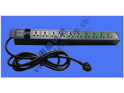 图腾 10位输出万能插孔PDU(322000170)  输出单元:10位; 插座制式:GB2099.3-1997 10A国标万用插座; 输入插头:GB1002-1996 16A国标三扁插头; 输入方式:左端单路输入; 电缆线规格:3*2.5mm2*3M; 额定值:16A 250V; 承载功率:2500W; 产品尺寸:长*宽*高= 646*45*62mm; 安装方式:反方向安装; 控制功能:总控开关; 保护功能:无; 外壳颜色:黑色;