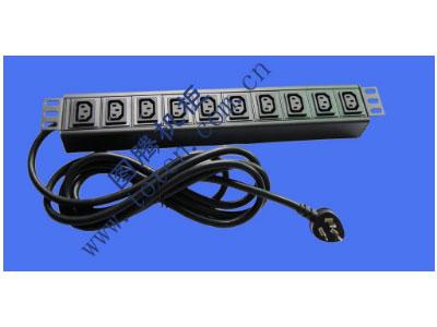 """图腾 10位输出插孔PDU(322000698)  输出单元:10位; 插座制式:IEC320 C13 10A插座; 输入插头:GB1002-1996 16A国标三扁插头; 输入方式:左端单路输入; 电缆线规格:3*2.5mm2*3M; 额定值:16A 250V; 承载功率:2500W; 产品尺寸:长*宽*高= 483*45*62mm; 安装方式:正方向19""""安装; 控制功能:无; 保护功能:无; 外壳颜色:黑色;"""