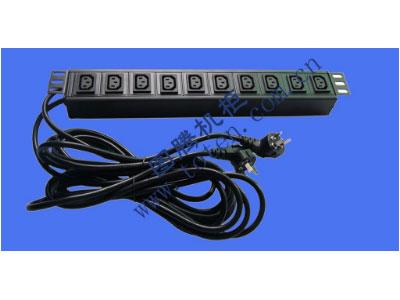 """图腾 10位输出万能插孔PDU(322000682)  输出单元:10位; 插座制式:IEC320 C13 10A插座; 输入插头:GB1002-1996 10A国标三扁插头; 输入方式:左端双路输入; 电缆线规格:3*1.5mm2*3M(2条); 额定值:2*10A 250V; 承载功率:2*2500W; 产品尺寸:长*宽*高= 483*45*62mm; 安装方式:正方向19""""安装; 控制功能:无; 保护功能:无; 外壳颜色:黑色;"""