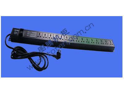 图腾 15位输出带防雷模块万能PDU(PD.1501.9100)  输出单元:15位; 插座制式:GB2099.3-1997 10A国标万用插座; 输入插头:GB1002-1996 10A国标三扁插头; 输入方式:左端单路输入; 电缆线规格:3*1.5mm2*3M; 额定值:10A 250V; 承载功率:2500W; 产品尺寸:长*宽*高= 960*45*62mm; 安装方式:反方向安装; 控制功能:总控开关; 保护功能:AUEC-M30防雷模块; 外壳颜色:黑色;