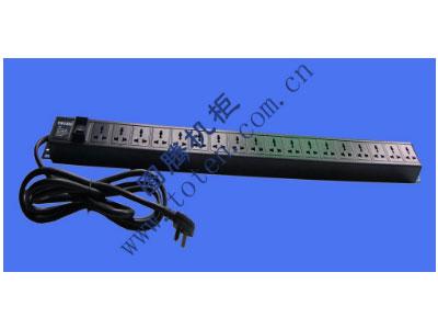 图腾 18位输出万能插孔PDU(322000428)  输出单元:18位; 插座制式:GB2099.3-1997 10A国标万用插座; 输入插头:GB1002-1996 16A国标三扁插头; 输入方式:左端单路输入; 电缆线规格:3*2.5mm2*3M; 额定值:16A 250V; 承载功率:2500W; 产品尺寸:长*宽*高= 988*45*62mm; 安装方式:反方向安装; 控制功能:总控开关; 保护功能:无; 外壳颜色:黑色;