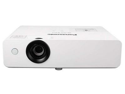 松下PT-UX415C  投影尺寸:40-300英寸 屏幕比例:4:3 投影技术:3LCD 亮度:4100流明 对比度:12000:1 标准分辨率:XGA(1024*768)