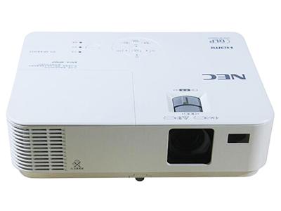 """NEC CR3125X    """"投影尺寸: 30-300英寸 屏幕比例: 4:3 投影技术: DLP 投影机特性: 3D,便携 亮度: 3000流明 对比度: 10000:1 标准分辨率: XGA(1024*768) 色彩数目: 10.7亿色"""""""
