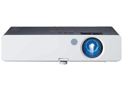 松下PT-SX320C  亮度:3200流明 分辨率:1024*768 对比度:2000:1  重量:2.3KG 接口:HDMI、音视频、USB接口 机身A4纸大小,超薄便携