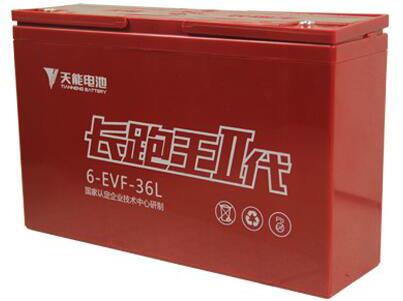 天能长跑王二代 特能跑----容量增大:采用聚能低电阻汇流结构。降低电池集流内阻,提升活性物质利用率,提升电池聚能特性,大幅提升电池容量; 特强劲----大电流用电性能增强:采用新型导电物质,提升导电性能,充放电能力更优越,高功率用电性能好,电池动力强劲。 特耐用----寿命增长:采用高导电性、强耐腐蚀的稀土合金。高导电性提升板栅导电性能,提升电动车动力性能;强耐腐蚀性延长板栅使用寿命,延长电池的循环使用寿命