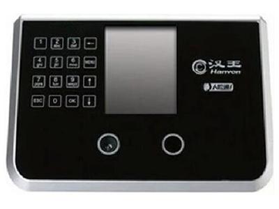 """汉王G388A    """"黑暗中也可识别彩屏显示,语音报姓名彩屏显示,记录容量10万条, 专用双摄象头 显 示 屏 3.5英寸TFT彩屏用户人数500人,支持门禁功能,室外背阴可以使用,强光线不能直接照射 验证速度 小于1秒(500用户) 通信功能 标准TCP/IP、U盘/他输入,外网考勤 """""""