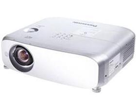 松下PT-BHZ601  投影尺寸:30-300英寸 屏幕比例:4:3 投影技术:3LCD 亮度:5200流明 对比度:16000:1 标准分辨率:XGA(1024*768) 色彩数目:10.7亿色