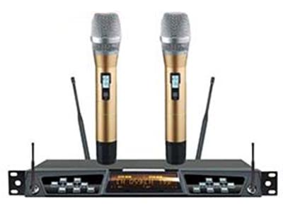 天籟  TN-200(金色) 專業話筒 采用EIA國際標準規格的金屬1U高機箱。可以上支架 LCD顯示視窗,頻道、頻率、RF信號強度、天線選訊動作、AF音頻輸出強度、掃頻狀態。自動掃頻功能可以選擇最干凈的頻率。紅外自動対頻。