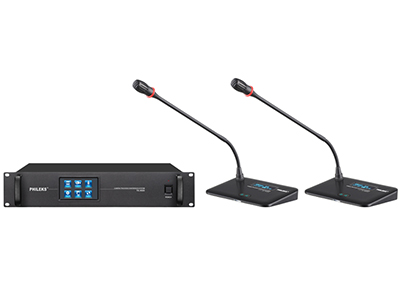 飛利克斯  TK-9500 專業話筒  全數字電路開發設計。 系統嵌入網頁操作界面,無需安裝任何軟件,即可使用安卓、IPAD、Iphone、賽班等移動設備及筆記本電腦、臺式機等進等網頁界面控制,方便快捷實用。 主機控制采用高感彩色TFT屏顯示,電容觸摸屏控制,使之操作更加直觀和人性化。