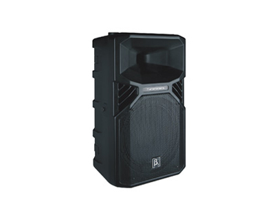 貝塔斯瑞 T12 內置2分頻12英寸全頻塑膠揚聲器系統 緊湊型輕便設計,獨特的外觀 面網的抗壓性好 專利35mm雙孔支撐座,可垂直或下調5度支撐 M8吊點(所有全頻音箱都有配備)非常便于不同安裝場合的應用 一體式設計的返聽支架便于舞臺應用