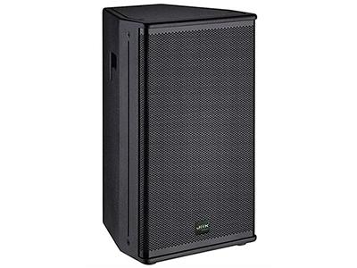 """英國JRK TA-15   """"兩單元兩分頻高聲壓高靈敏度音箱; 單功放推動; 一只15英寸高功率低音單元; 一只1.7英寸鈦膜高音壓縮驅動器; 寬指向角度以獲得較寬范圍的擴聲能力; 電腦優化模似設計獲得良好的頻響相位特性; 靈活方便多種安裝方式; 適應于室外演出、多功能廳、演藝等場所。  額定功率(RMS):350W 峰值功率(RMS):800W 靈敏度(1m/1W):98db 頻率響應(-3db):45Hz-20KHz 額定阻抗:8Ω 平均聲壓級(1m):110db 最大聲壓級(1m):122db"""