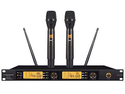 """森海動力 MK-590   """"■具有AFS自動搜頻功能,能搜索并鎖定實際環境中最干凈的工作頻率. ■具有IR 紅外線自動對頻功能.一鍵自動對碼. ■具有接收距離多段調節功能.適應更多的應用場合.具有系統主機頻率防誤操作鎖定. ■背光式LED顯示屏指示了RF和AF信號強度,電池狀態,分集通道指示(A/B),頻率,頻率組/頻道等工作狀態. ■穩定的PLL相位鎖定電路,配合雜訊鎖定靜噪控制與數碼導頻鎖定控制技術.能有效地阻隔環境中的無線干憂. ■聲音特性: 這是一款具有干凈和平衡聲音風格的話筒。極佳的本底噪聲控制電路. 實"""
