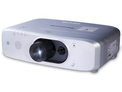 松下PT-FX601C  投影尺寸:40-300英寸 屏幕比例:4:3(5种可选) 投影机特性:智能 亮度:6000流明 对比度:10000:1 标准分辨率:XGA(1024*768) 色彩数目:10.7亿色