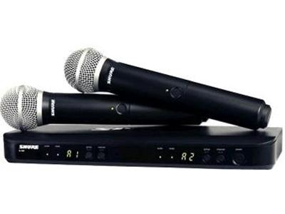 舒尔 BLX288SM58 无线麦克风 -双手持 值得信赖的SM58® -10 dB增益衰减 一键式 QuickScan频率选择 每个频带多达12个兼容系统微处理器控制的内部天线分集 双色音频状态LED指示灯